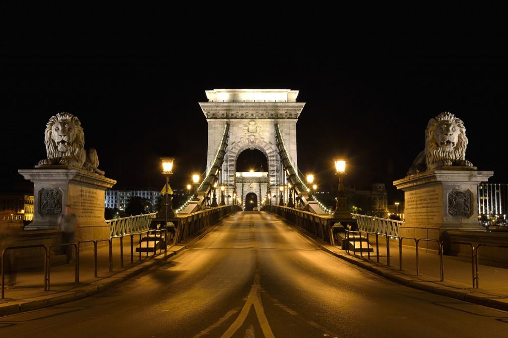 3. Boedapest bij nacht. Boedapest kettingbrug 1